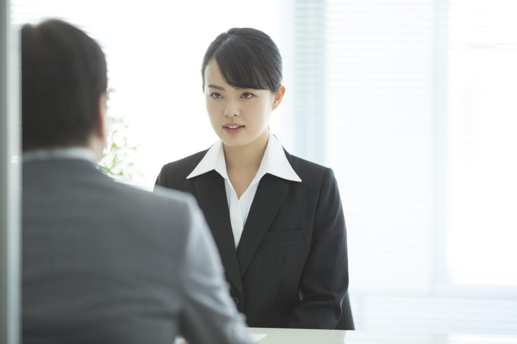 1.総合人材-転職しようとしている女性